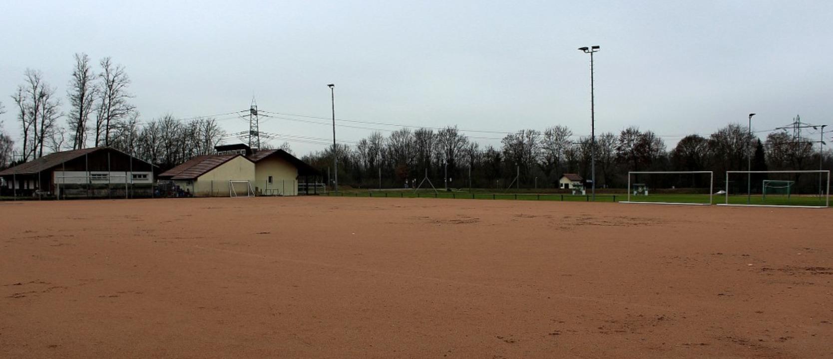 Der Hartplatz hat bald ausgedient &#82...d durch einen Kunstrasenplatz ersetzt.    Foto: Reinhard Cremer
