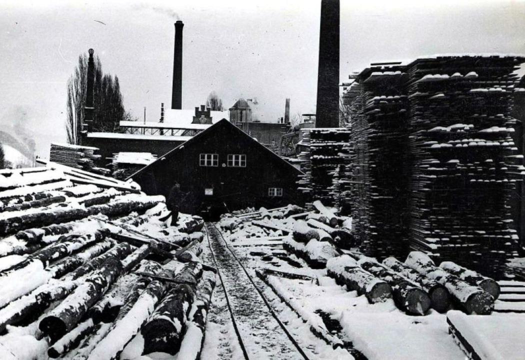 Das historische Bild aus den frühen 30...rgrund das Brauhaus der Firma Ganter.     Foto: Stadtarchiv