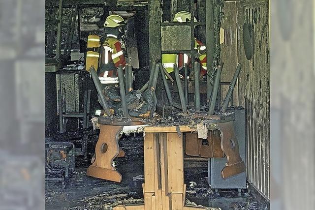 Feuer zerstört die Gaststätte Waldstadion