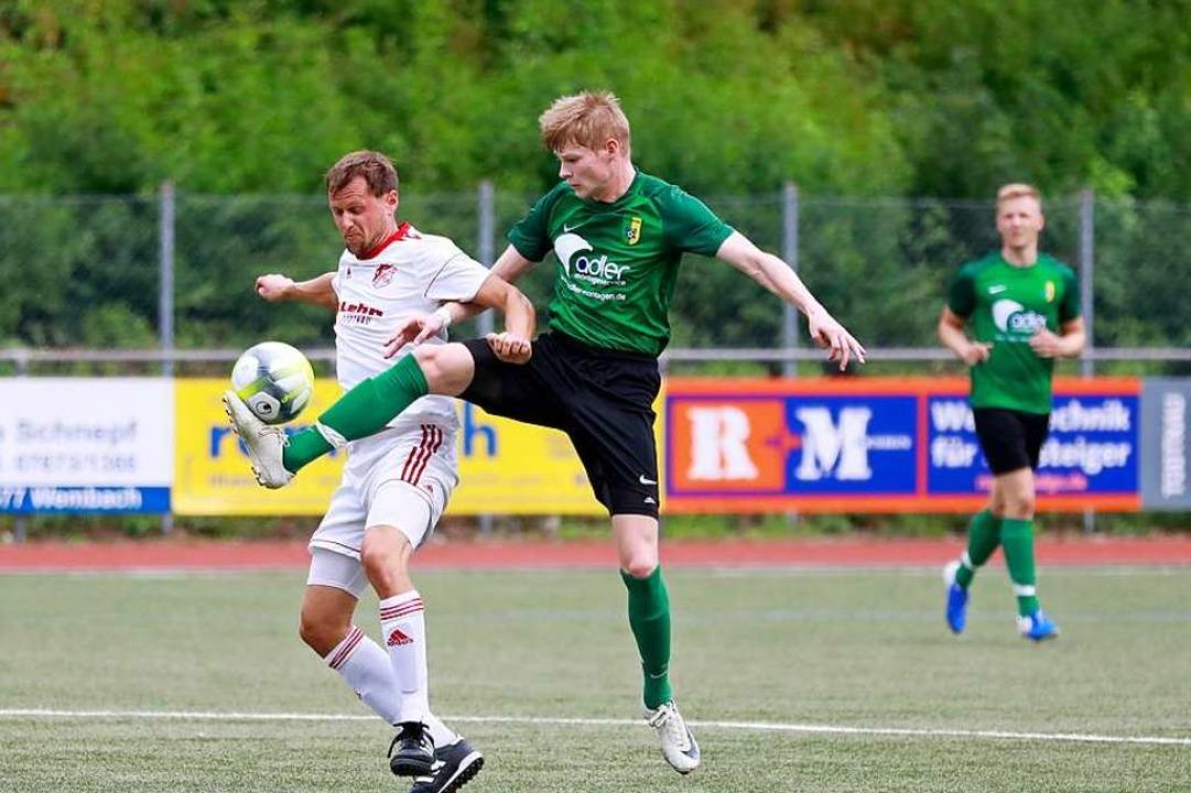 Aus dem Ruhestand zum Matchwinner: Sch...m Behringer (links, gegen Joshua Kopp)    Foto: Niklas Schöchlin