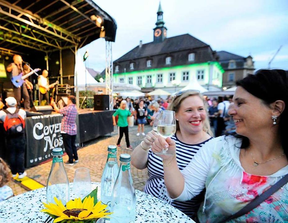 Bühne, Stadtkulisse, Wein und fröhlich...das Breisgauer Weinfest in Emmendingen  | Foto: Markus Zimmermann