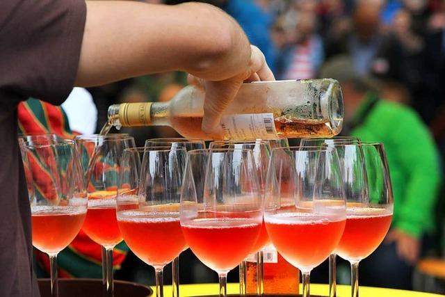 Beim Weinfest in Breisach werden rund 350 Weine und Sekte angeboten