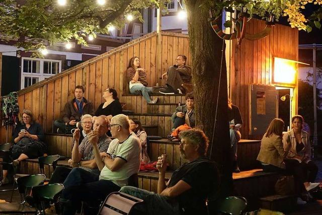 Im Hof des Spielzeugmuseums Riehen gibt es ein stimmungsvolles Freilicht-Kino