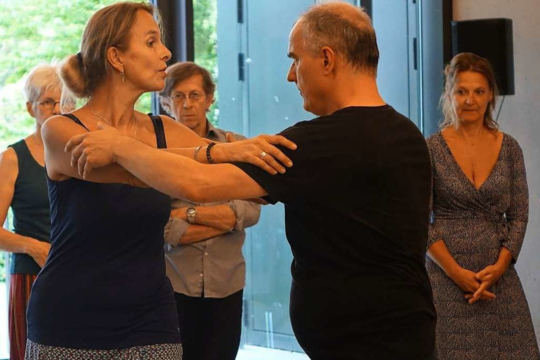 Die Tangolehrer Manuela Villa und Tizi...s bei Tango, Milonga und Vals ankommt.  | Foto: Roswitha Frey