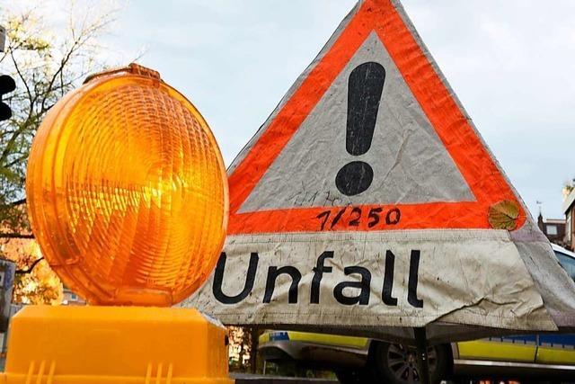 Autofahrer überfährt Verkehrsinsel in Rheinfelden