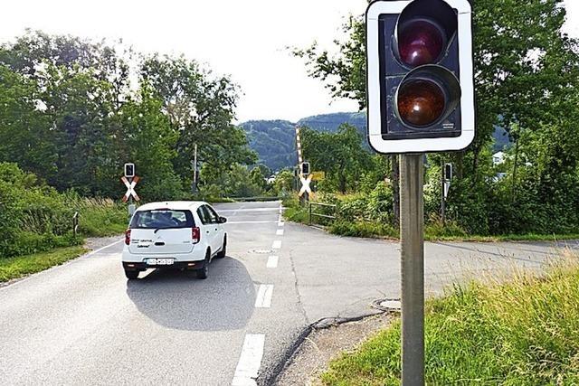 Der Bahnübergang Hausen-Raitbach bleibt nun doch offen