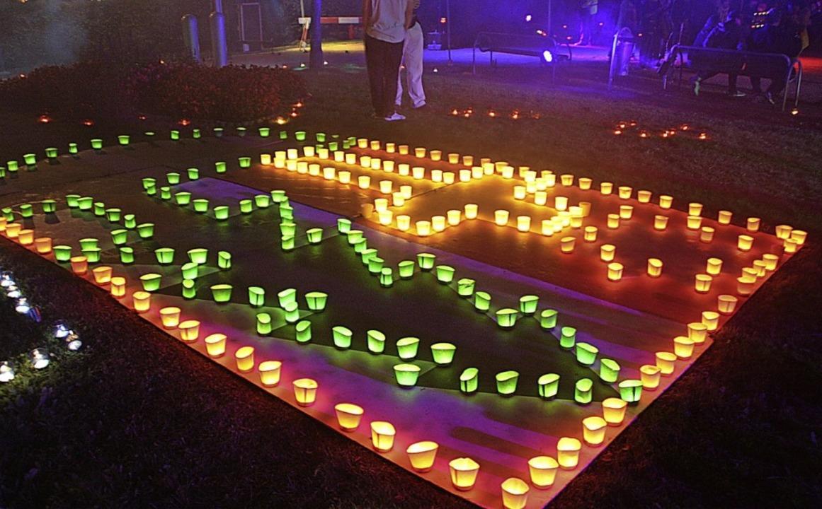 Tausende bunte Teelichter strahlten beim Todtmooser Lichterfest um die Wette.  | Foto: Andreas Böhm