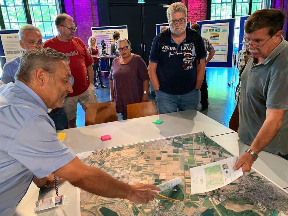 Bei einer ersten Bürgerinformation in ... für einen A5-Zubringer Offenburg-Süd.  | Foto: Helmut Seller