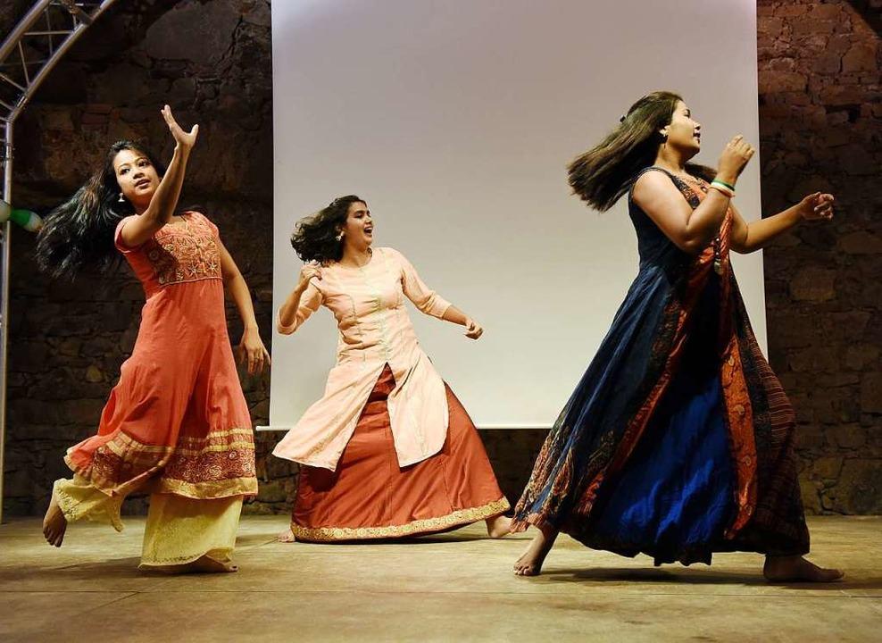 Mit klassischen Tänzen  brachten am Sa...Angana  Schwung in den Peterhofkeller.  | Foto: Rita Eggstein