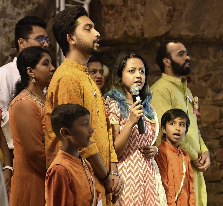 Stolz sangen Jung und Alt die indische Nationalhymne.  | Foto: Rita Eggstein