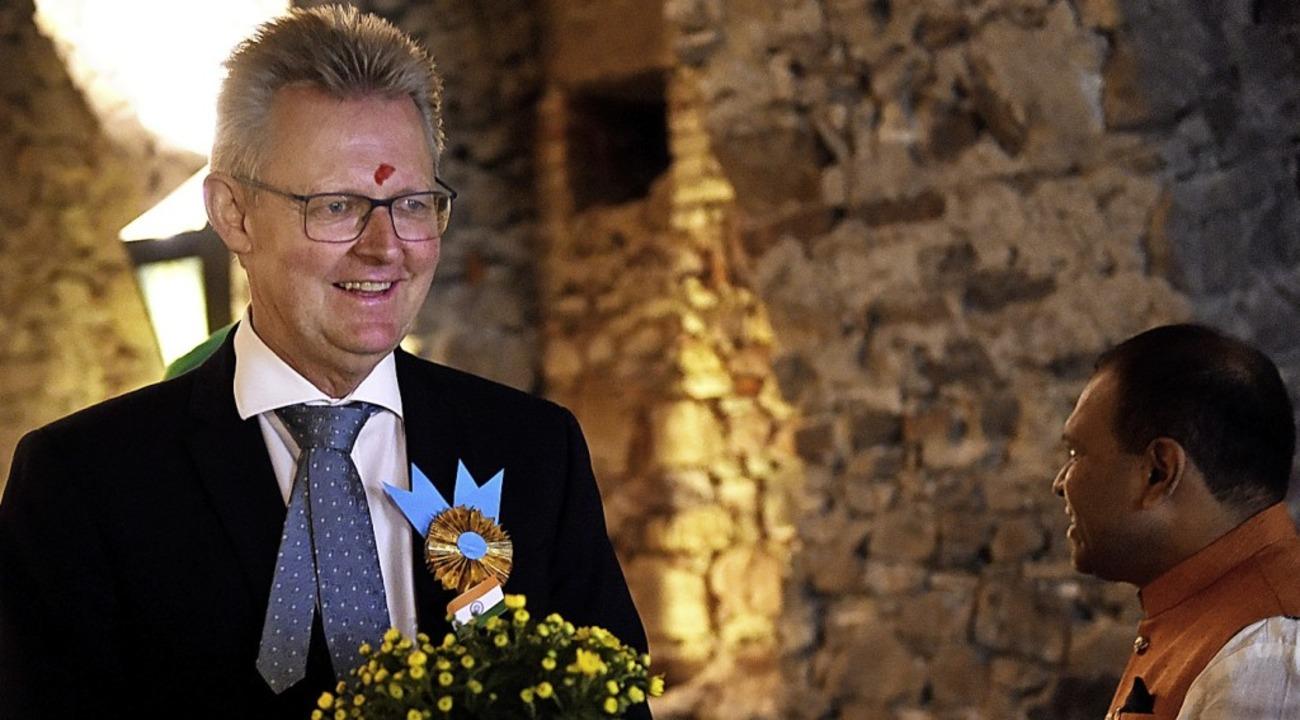 Ulrich von Kirchbach wurde  als Ehrengast  beschenkt und geschmückt.  | Foto: Rita Eggstein