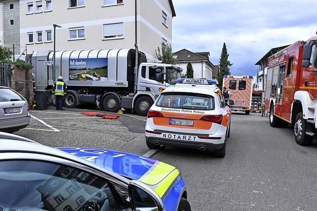 51-Jähriger wird bei Unfall zwischen Lastwagen eingeklemmt und stirbt