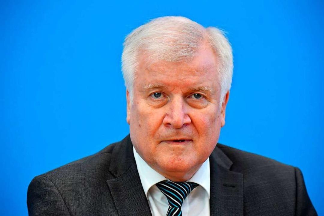 Unnötige markige Worte: Bundesinnenmin...lichen Skandal strenger durchgreifen.   | Foto: TOBIAS SCHWARZ (AFP)