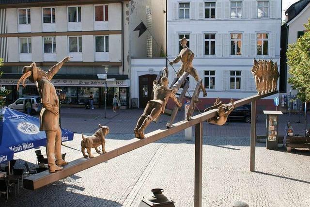 Die Schopfheimer Museumsleiterin Ulla Schmid stellt Kunst im öffentlichen Raum vor
