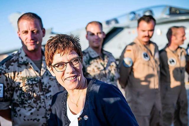 Kramp-Karrenbauer im Irak: Gespräche mit Regierung und Soldaten