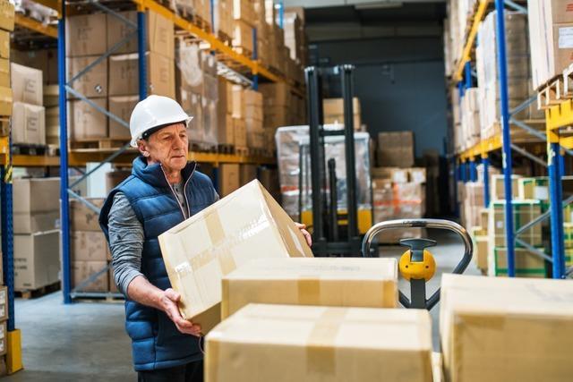 Warum mehr als 1,4 Millionen Menschen trotz Rente arbeiten gehen