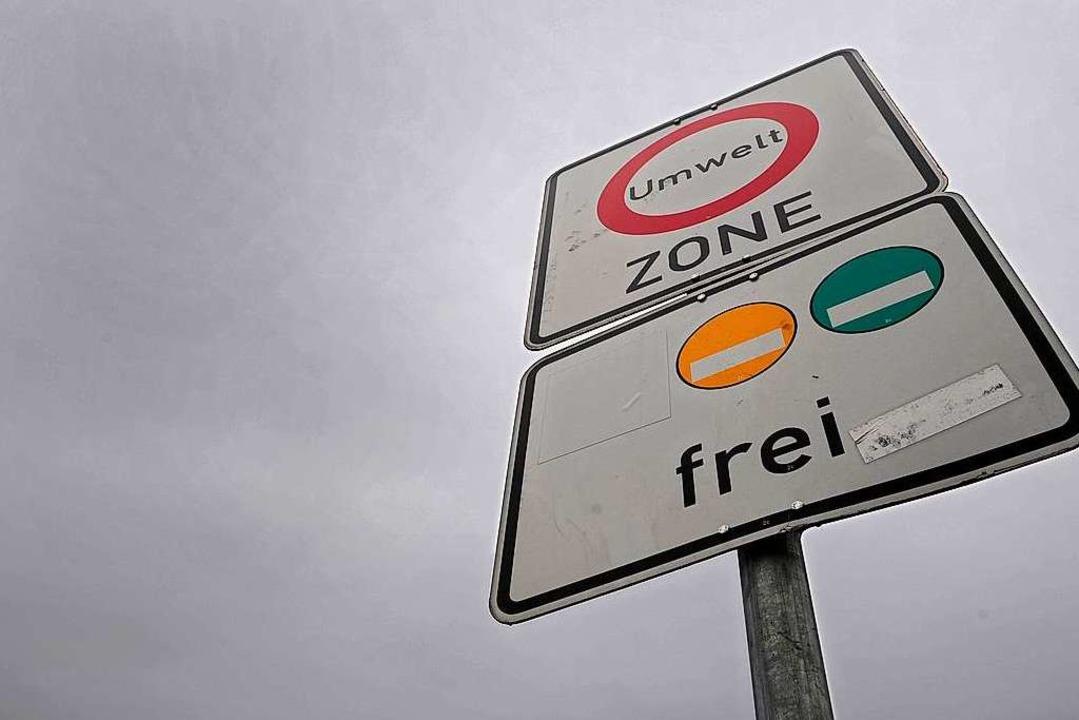 Die Umweltplakette: Wer auf der B31 du...ld Urlaub zu machen, muss  eine haben.  | Foto: Ingo Schneider