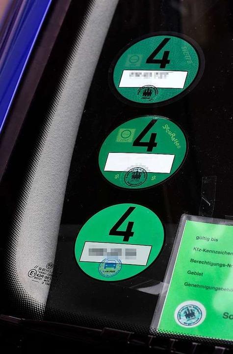 Die Umweltplakette: Wer auf der B31 du...ld Urlaub zu machen, muss  eine haben.  | Foto: Thomas Kunz