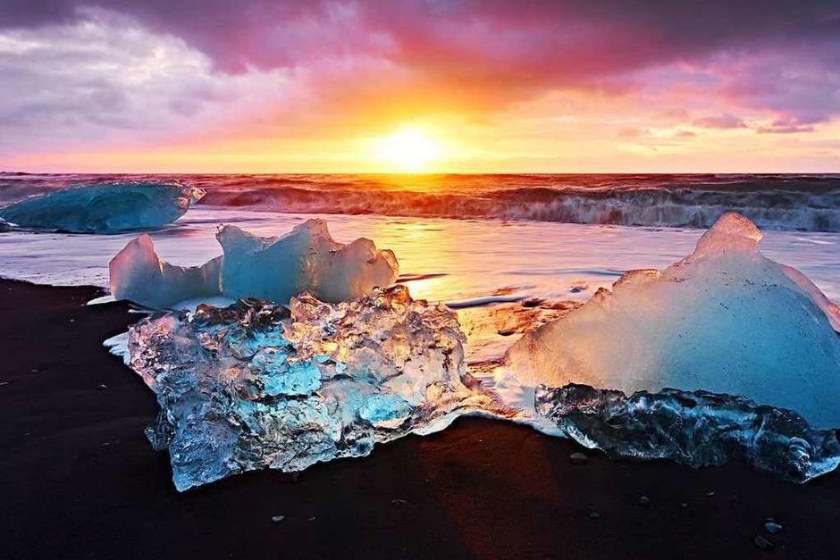 Die Sonne tauchte die Eislandschaften Islands in farbenprächtiges Licht als Tobias Eckert die Insel besuchte. (Foto: Tobias Eckert)