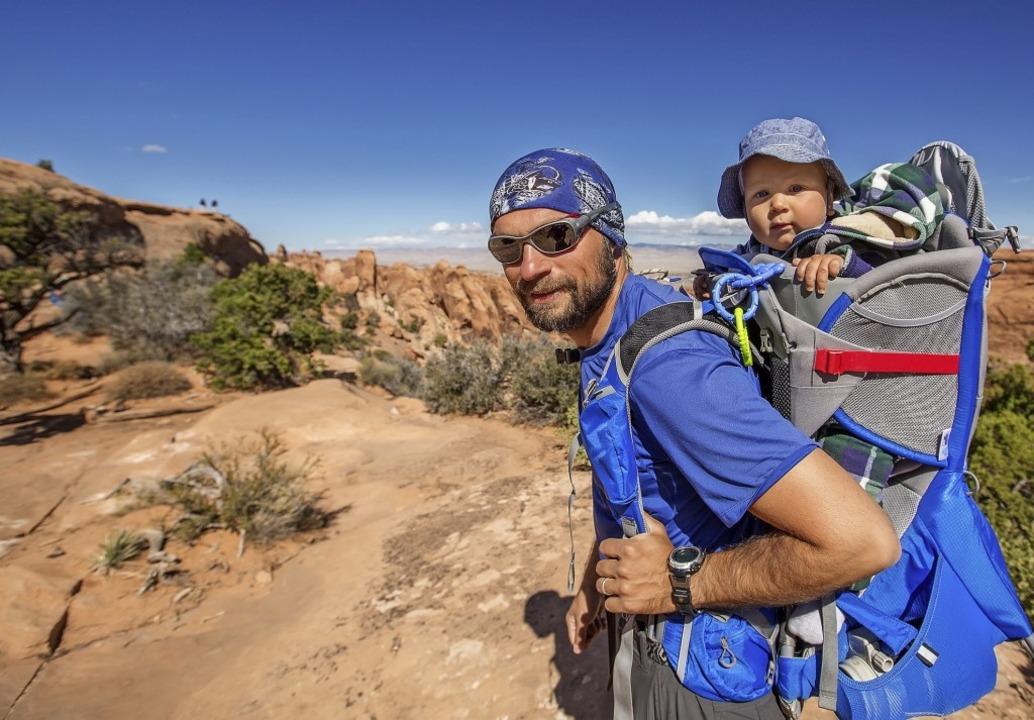 Mit einem Kleinkind durch die Prärie  zu wandern, muss gut geplant werden.  | Foto: Maygutyak - stock.adobe.com
