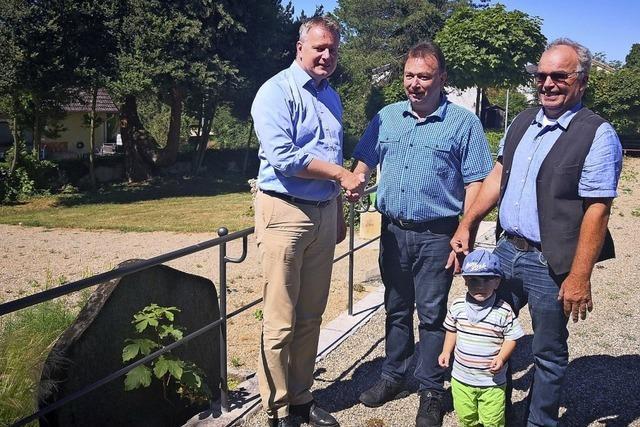 Spende eines Geländers am Laufener Friedhof