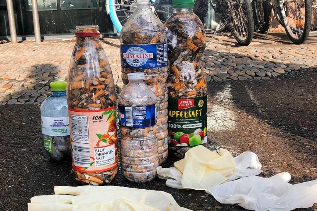 Nach der Sammelaktion wird der Müll so...n Sack, Kippenstummel in den Restmüll.  | Foto: Katharina Federl