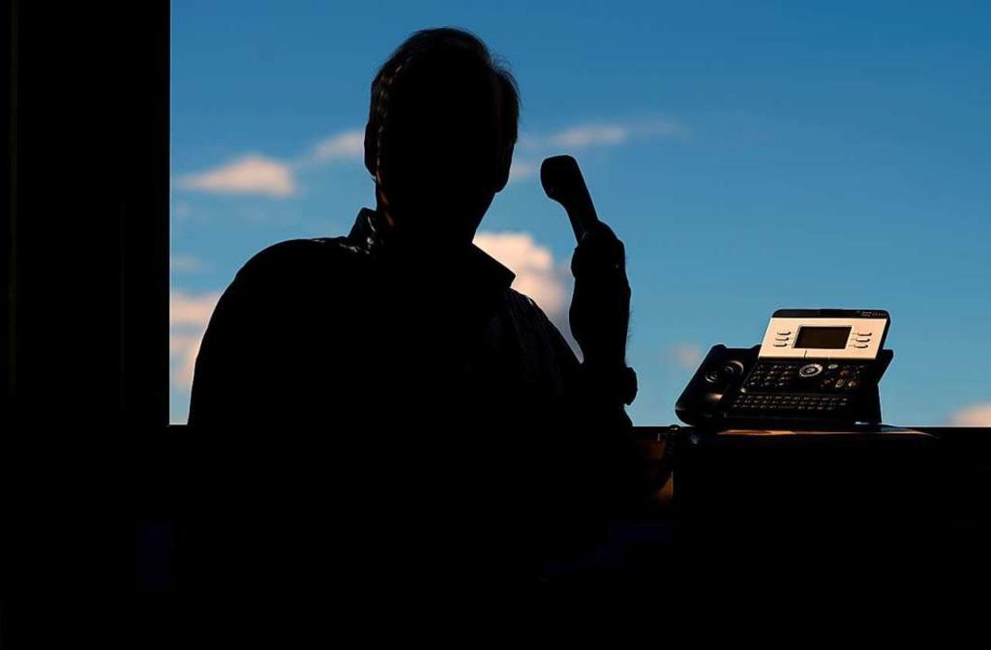 Mindestens fünf Anrufe haben die falschen Polizisten getätigt. (Symbolbild)  | Foto: Julian Stratenschulte
