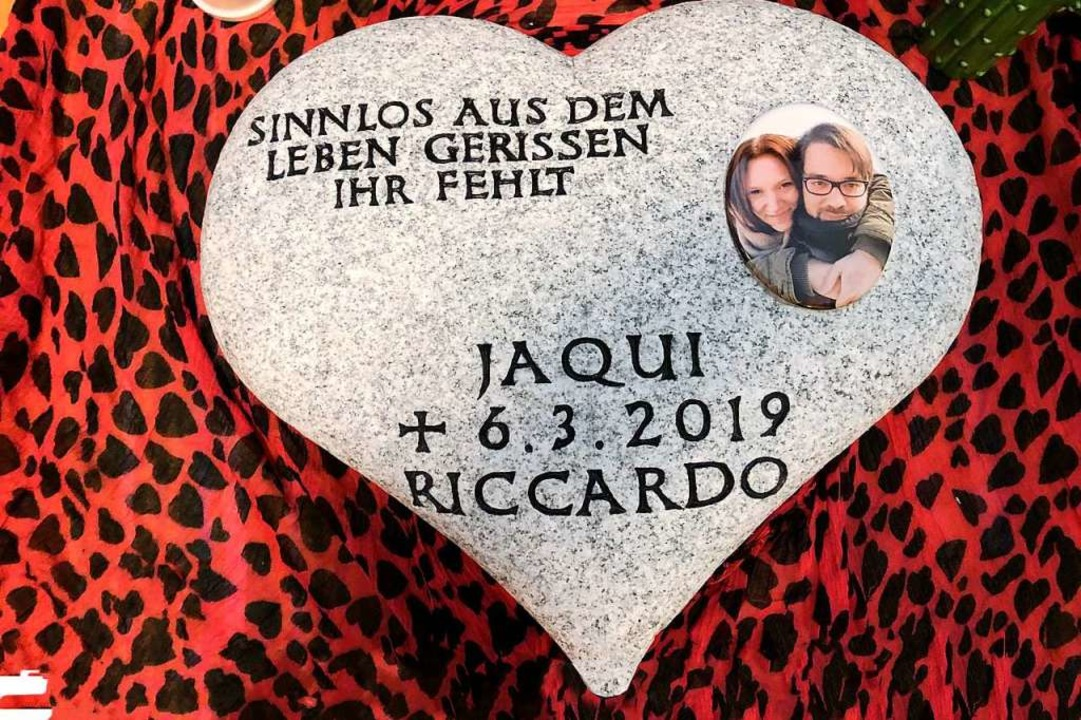 Ein Gedenkstein in Herzform für das ge...ern wollen ihn am Unfallort platzieren    Foto: Axel Spilcker