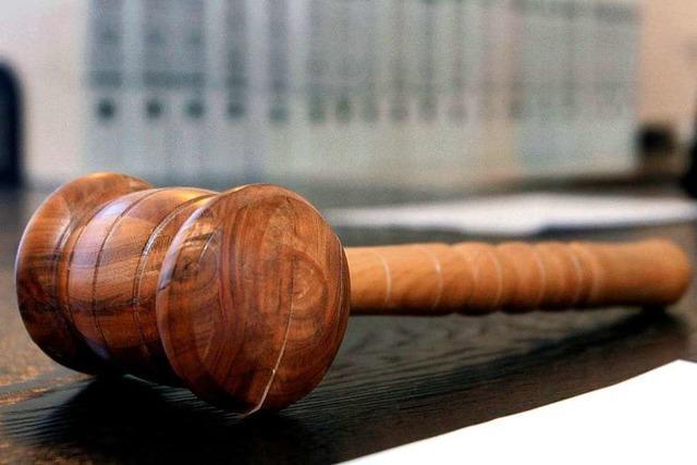 Mann und Frau wegen Attacke auf Jugendliche verurteilt