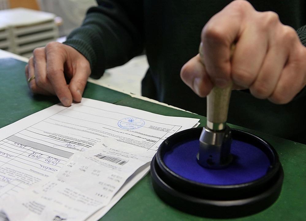 Die Mehrwertsteuer soll wohl künftig n...r für jeden Einkauf erstattet werden.   | Foto:  Hanser, Oliver