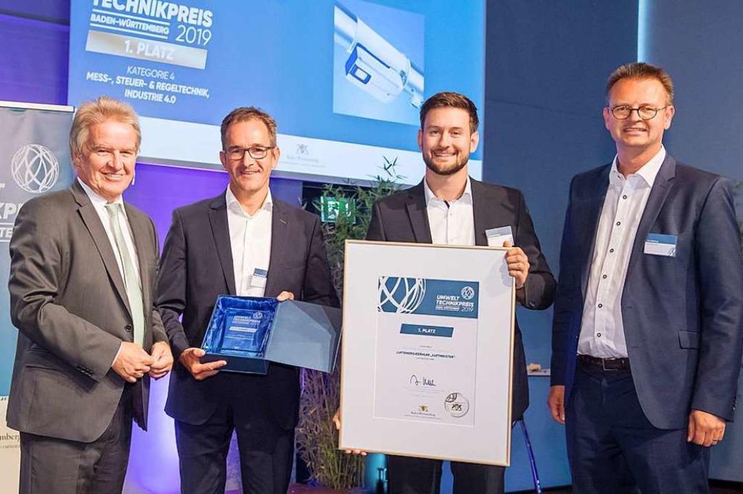 Jens Amberg, Chef der Luftmeister GmbH...uftmeister GmbH entgegen (von links).   | Foto: Martin Stollberg