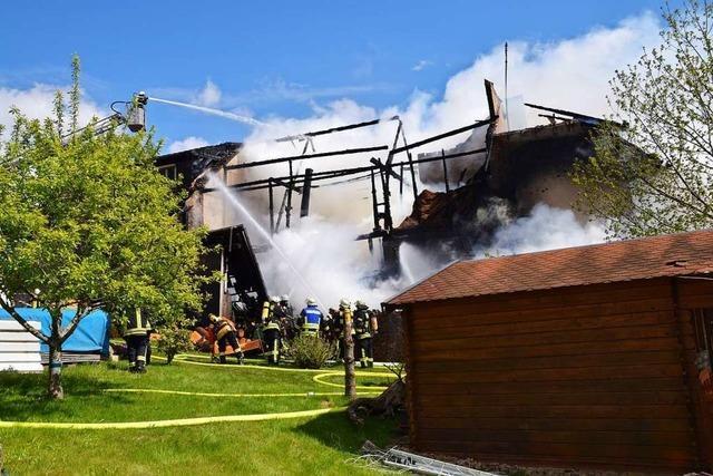 Der Eigentümer des abgebrannten Hauses in Gresgen vermutet Brandstiftung