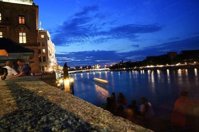 Nicht nachmachen: Parkour-Athlet springt spektakulär in den Rhein