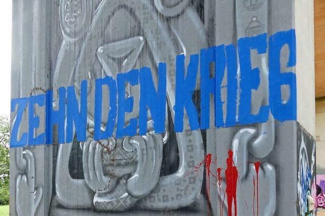Graffiti-Kunstwerk in Lörrach wurde mit Kapitalismuskritik übersprayt