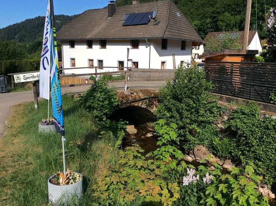 Die Zufahrt zu fünf Anwesen im Spielwe...rmünstertal ist derzeit nicht möglich.  | Foto: Markus Reber