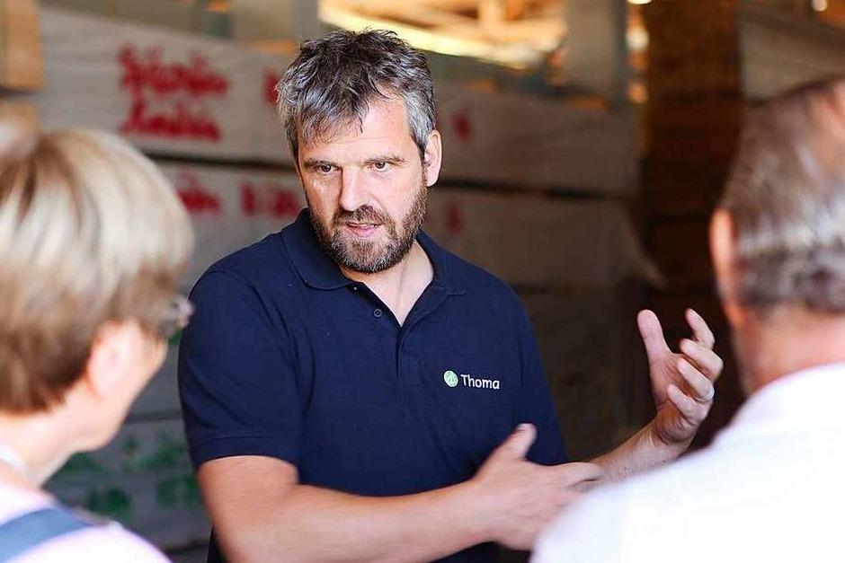 Betriebsleiter Jürgen Spitzmüller führte die Leser durch das Werk. (Foto: Bastian Bernhardt)