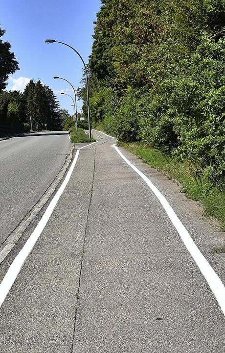 Zwei Gefahrenpunkte für Radfahrer wurd...ht, beim Bandweg wurde nachgebessert.   | Foto: Heinz und Monika Vollmar