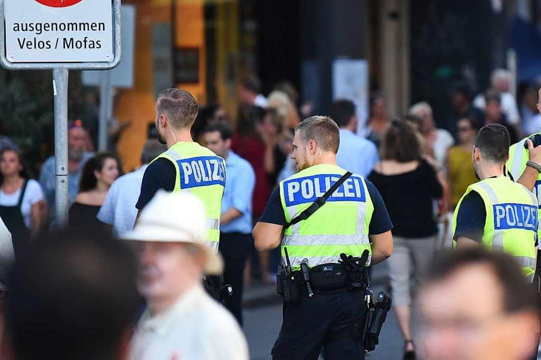 Polizisten in Basel    Foto: Jonas Hirt
