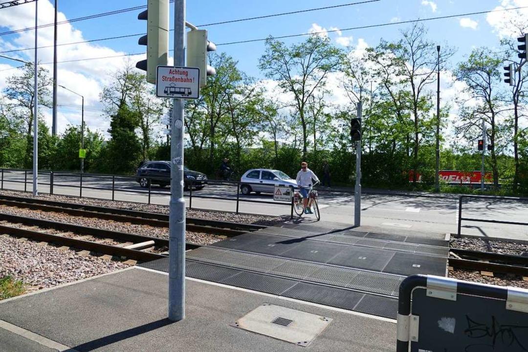 Der Übergang an der Lustgartenstraße wurde inzwischen  abgesichert.  | Foto: Victoria Langelott