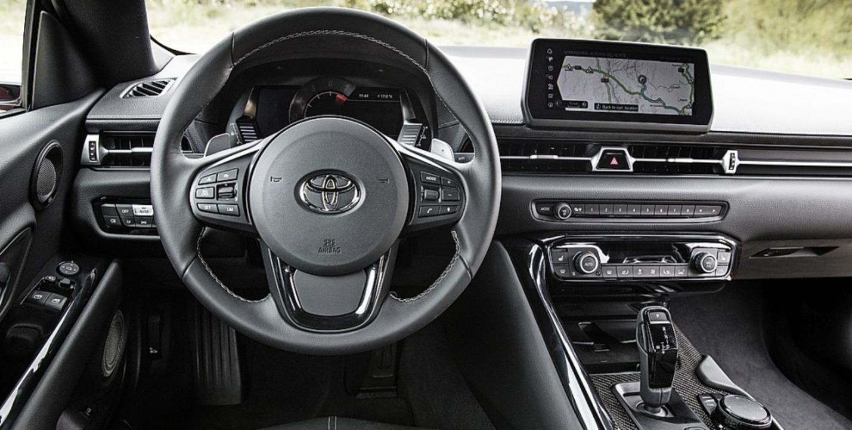 <ppp> mit analogen und  digitalen Instrumenten</ppp>   | Foto: Toyota