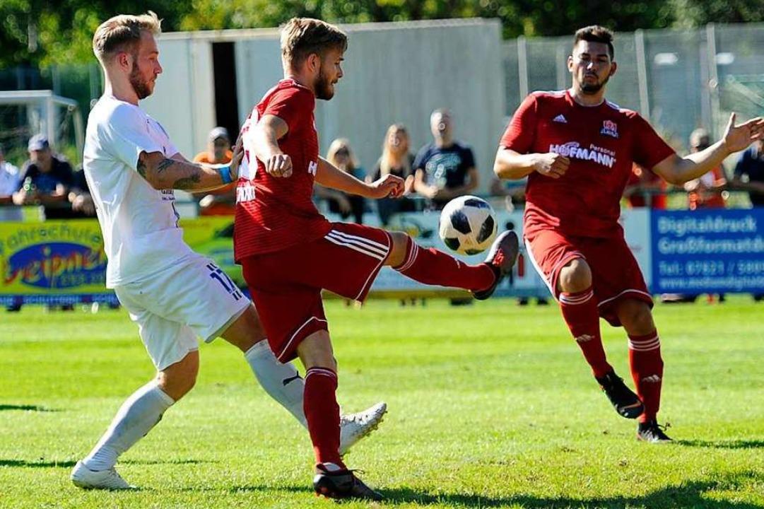 Felix Reichmann (Mitte) im Spiel gegen den SC Durbach.  | Foto: Pressebüro Schaller