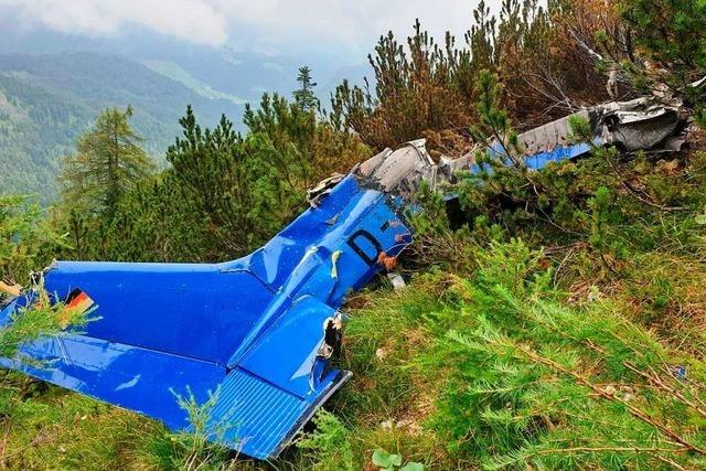 Einsatzkräfte finden Toten bei Wrack von Kleinflugzeug