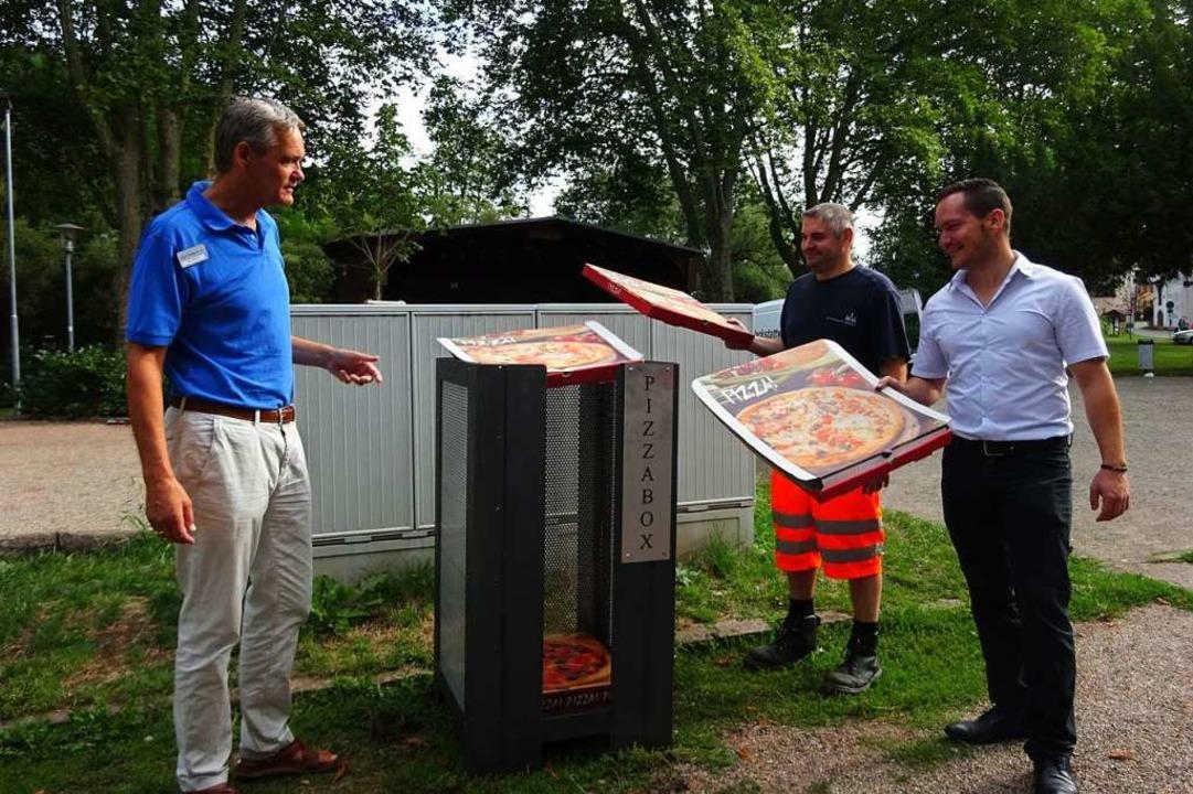 Die ersten Pizzaschachteln fliegen in ...adt) hoffen nun auf mehr Sauberkeit.    | Foto: Stadt Waldkirch