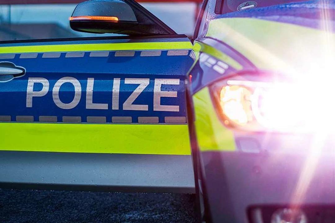 Die Polizei fand die Leiche eines Mannes zwischen Bundesstraße 33 und Gifizsee.  | Foto: jgfoto - stock.adobe.com