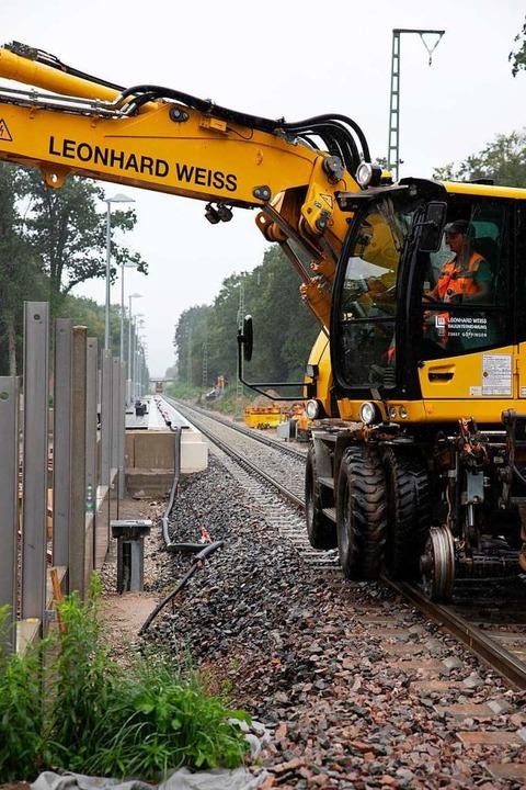 Wo das neue Gleis schon liegt, wie bei...für Baufahrzeuge schon genutzt werden.  | Foto: Hubert Gemmert