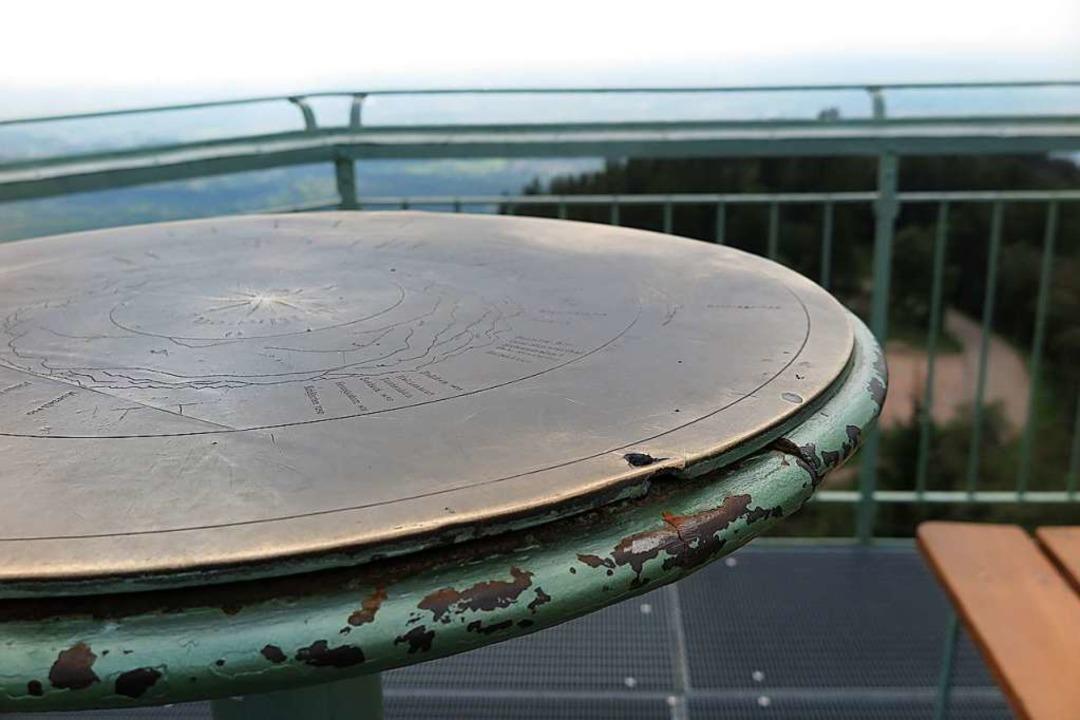 Mit Brachialgewalt von der Unterlage g...e auf dem Aussichtsturm am Hochblauen   | Foto: Dorothee Philipp