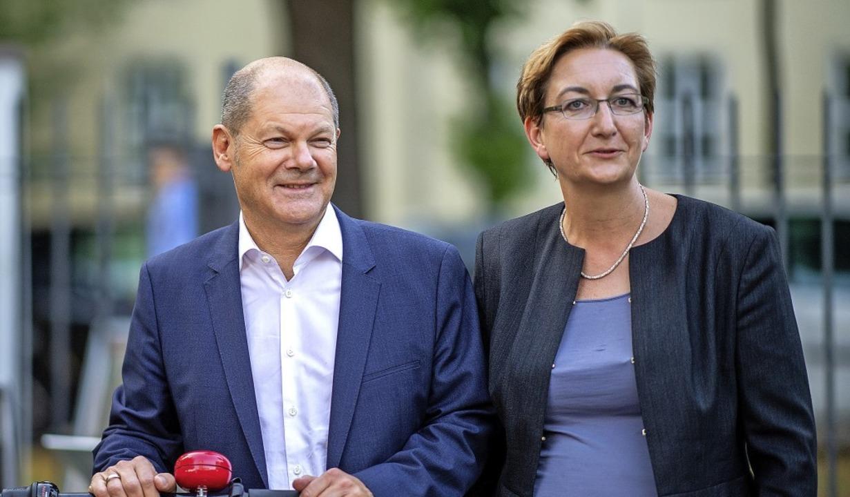 Die Kandidaten des Weiter-so: der prom...holz, mit Mitstreiterin Klara Geywitz   | Foto: Monika Skolimowska (dpa)