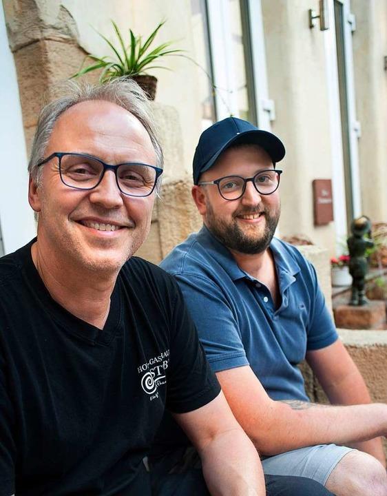 Edwin und Mario Bury betreiben die Eismanufaktur.  | Foto: Stephan Elsemann