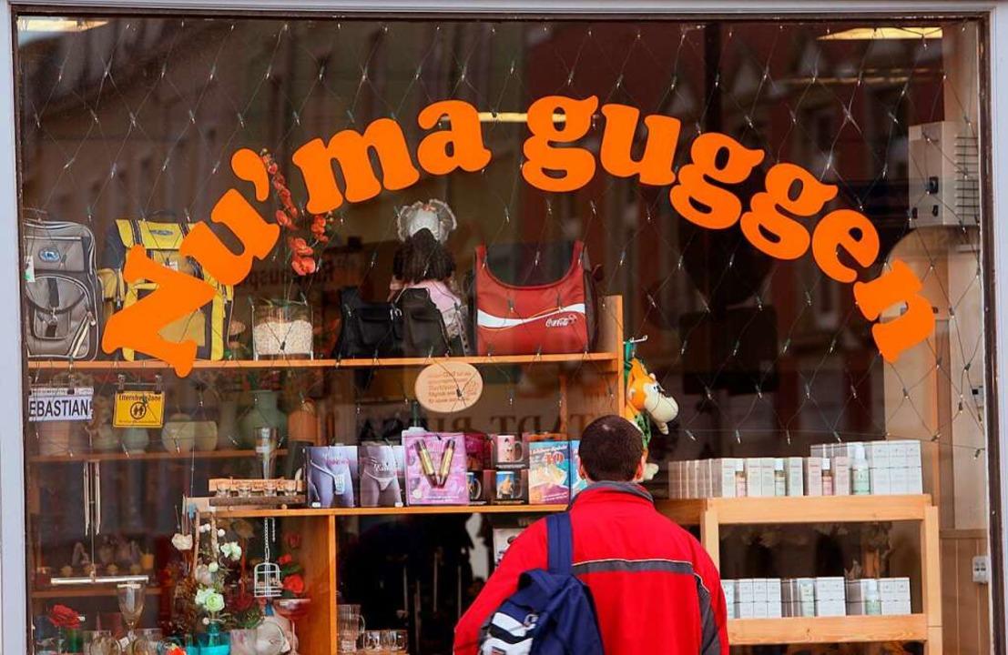 So lockt man in Sachsen  das Publikum in den Laden.     Foto: Ralf Hirschberger