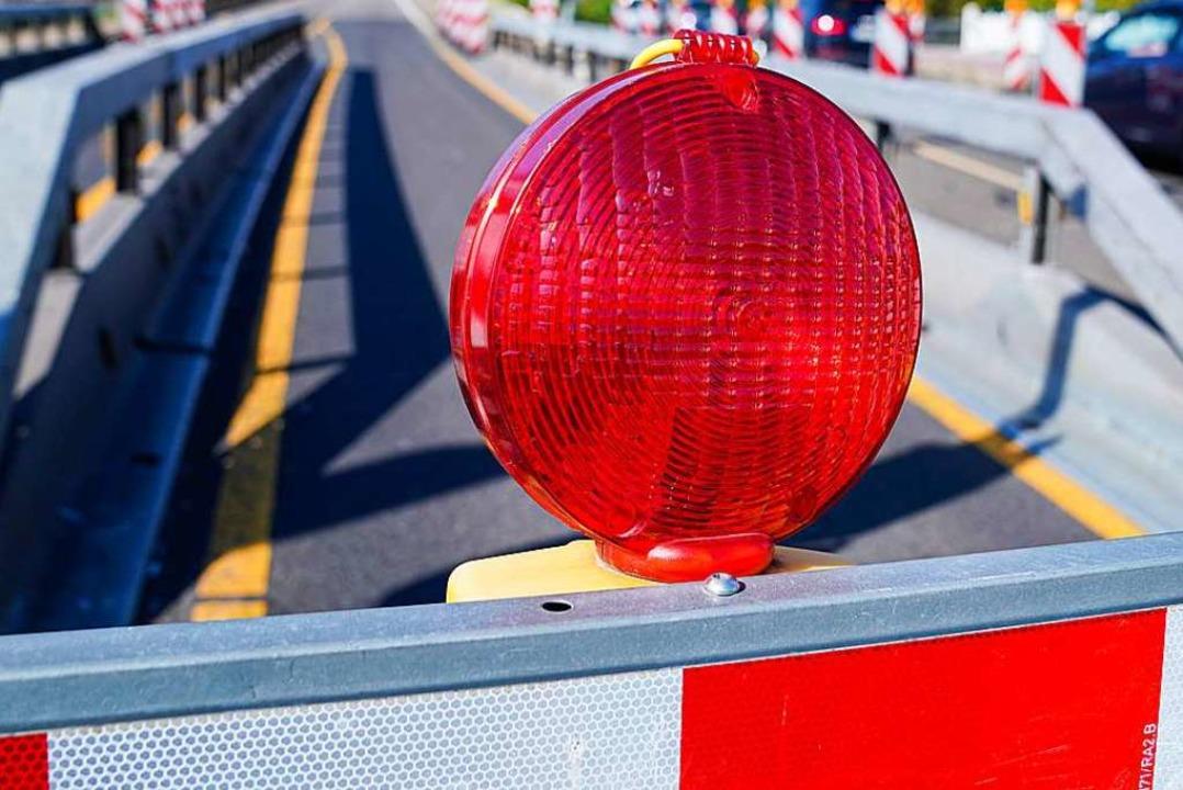 Ab Montag müssen in Lörrach wegen Baua... Straßen gesperrt werden (Symbolbild).  | Foto: Uwe Anspach (dpa)